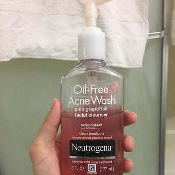 Neutrogena Oil-Free Pink Grapefruit Acne Wash Facial Cleanser uploaded by Cristy T.