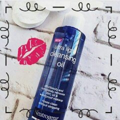 Photo of Neutrogena® Ultra Light Cleansing Oil uploaded by Arianna A.