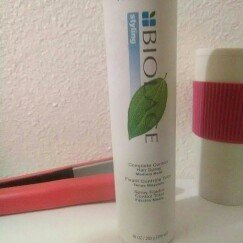 Photo of Matrix Biolage Styling Complete Control Fast-Drying Hairspray uploaded by Esmeralda C.