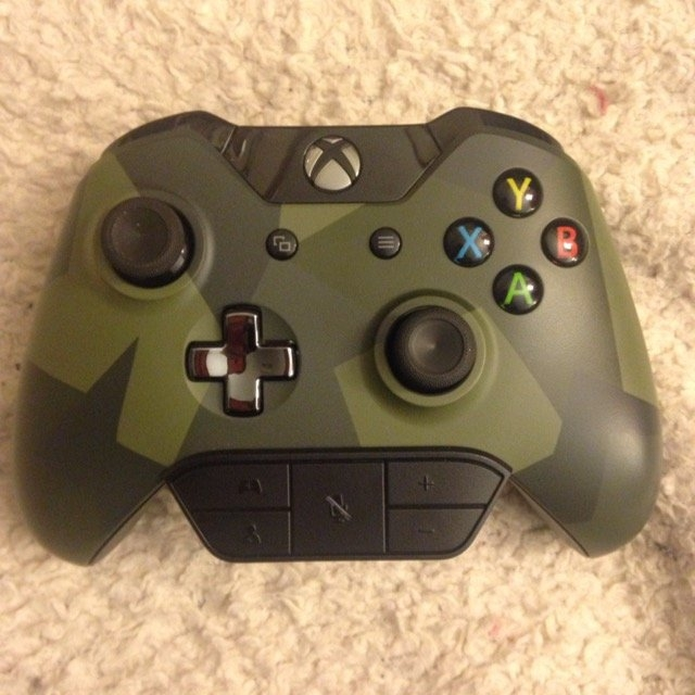 Microsoft Xbox One Special Edition Armed Forces Wireless Controller uploaded by Kira W.