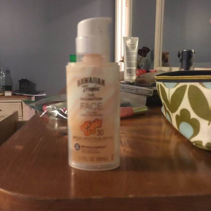 Hawaiian Tropic Silk Hydration Sunscreen Face Lotion with SPF 30 - 1. uploaded by Hadley J.
