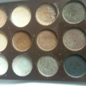 Photo of Sun Kissed 12 Colour Shimmering Eyeshadow Palette uploaded by joanne n.
