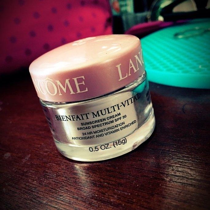 Lancôme BIENFAIT MULTI-VITAL - SPF 30 CREAM - High Potency Vitamin Enriched Daily Moisturizing Cream 1.69 oz uploaded by Yiselis R.