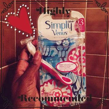 Photo of Gillette Venus Simply Venus Disposable Razors uploaded by Delilah W.
