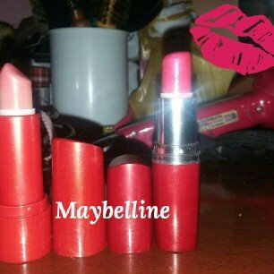 Photo of Maybelline Moisture Extreme Lipstick uploaded by Maria J.