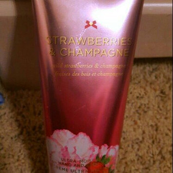 Photo of Victoria's Secret Strawberries And Champagne Body Lotion uploaded by Katherine J.