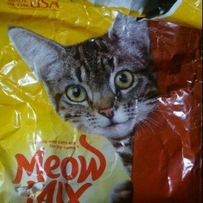 Photo of Meow Mix Adult Cat Food Original Mix 18 Pound Bag - Nestlé USA uploaded by Jessica H.