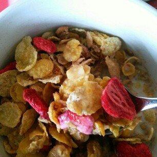 Photo of Post Foods, LLC HNY BNCH OAT STRWBRY 16.5OZ uploaded by Theresa H.
