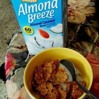 Blue Diamond Almond Breeze Almond Coconut Milk uploaded by Paola T.