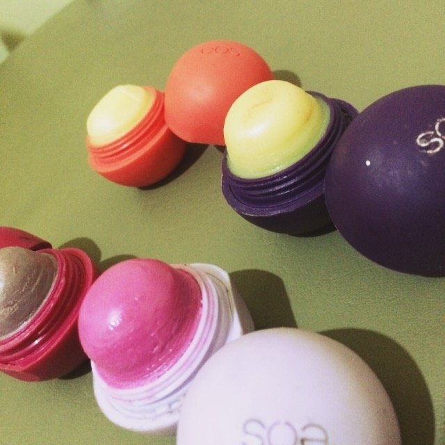 eos 2-pk. Visibly Soft Lip Balm Sphere Set - Limited Edition, Multicolor uploaded by Pauline D.