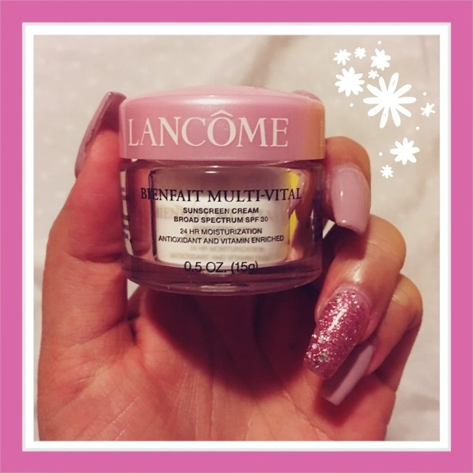 Lancôme BIENFAIT MULTI-VITAL - SPF 30 CREAM - High Potency Vitamin Enriched Daily Moisturizing Cream 1.69 oz uploaded by Stephanie V.