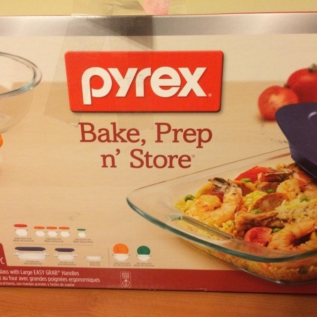 Pyrex Bake and Store 19 Piece Food Storage Container Set with Colored Lids uploaded by Louna S.