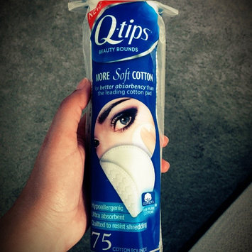 Photo of Q-tips Beauty Cotton Rounds uploaded by Livia M.