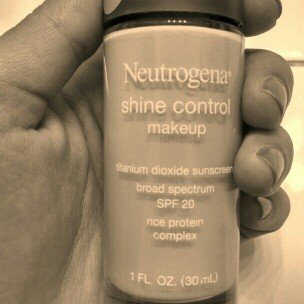 Photo of Neutrogena® Shine Control Liquid Makeup SPF 20 uploaded by Kayla E.