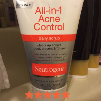 Neutrogena All-in-1 Acne Control Daily Scrub uploaded by Emily N.