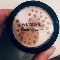 Photo of Almay Smart Shade Balance Pressed Powder Light uploaded by Jen H.
