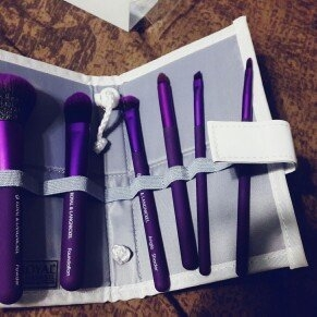Royal Brush Moda Total Face Cosmetic Brush Set and Case uploaded by Juliana H.