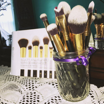 Photo of BH Cosmetics Sculpt and Blend 10 Piece Brush Set uploaded by Rayyan O.