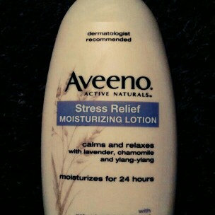Photo of Aveeno Active Naturals Skin Relief with Soothing Oat Essence Moisturizing Lotion uploaded by Yia V.