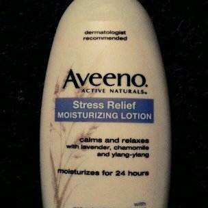 Aveeno Active Naturals Skin Relief with Soothing Oat Essence Moisturizing Lotion uploaded by Yia V.