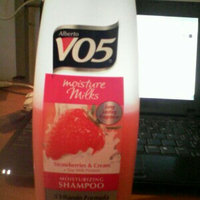 Alberto VO5® Moisture Milks Moisturizing Shampoo Strawberries & Cream uploaded by Belmarys C.