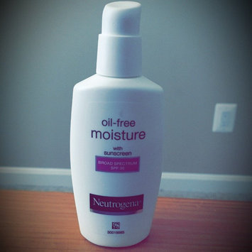 Neutrogena Oil-Free Moisture Facial Moisturizer SPF 35 uploaded by Suzane C.