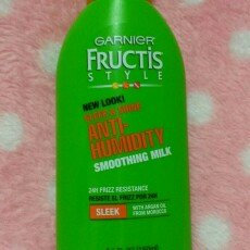 Garnier Fructis Style Sleek & Shine Anti-Humidity Smoothing Milk uploaded by Sunita R.