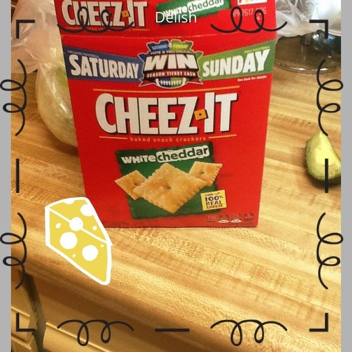 Sunshine Cheez-It Baked Snack Crackers White Cheddar uploaded by Elizabeth F.