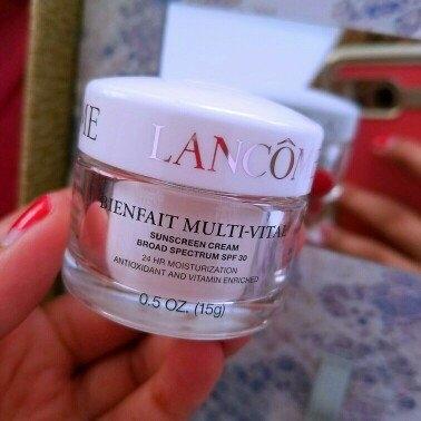 Lancôme BIENFAIT MULTI-VITAL - SPF 30 CREAM - High Potency Vitamin Enriched Daily Moisturizing Cream 1.69 oz uploaded by Kayla C.