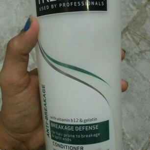 Photo of TRESemmé Anti-Breakage Conditioner uploaded by Gisselly J.