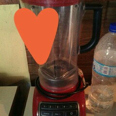 Photo of KitchenAid 5-Speed Diamond Blender- Watermelon KSB1575 uploaded by Miciela R.