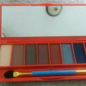 Photo of Wonder Woman Paradise Eye-Land Eyeshadow Set, 8 shades, .27 oz uploaded by Stephanie R.
