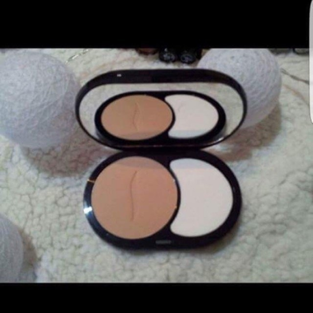 SEPHORA COLLECTION 8 HR Mattifying Compact Foundation uploaded by Galin A.