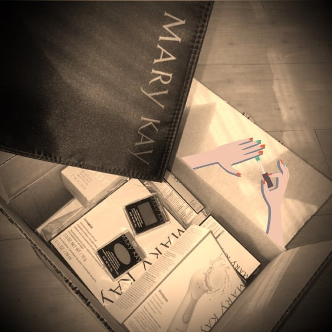 Mary Kay  Travel Roll-Up Makeup Bag uploaded by Anjali J.