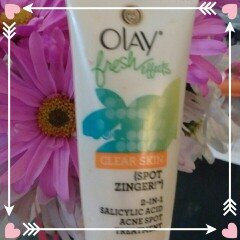 Photo of Olay Fresh Effects Clear Skin 1-2-3 Acne Solution System uploaded by Andrea W.