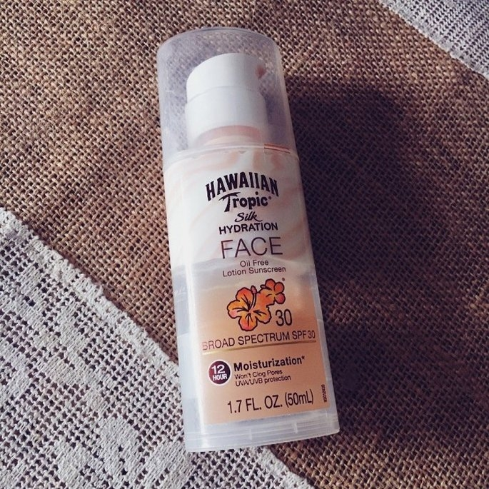 Hawaiian Tropic Silk Hydration Sunscreen Face Lotion with SPF 30 - 1. uploaded by Asel A.