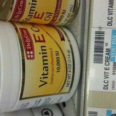 Photo of De La Cruz Vitamin E Cream 4 oz - Crema Con Vitamina E uploaded by Emmylee G.