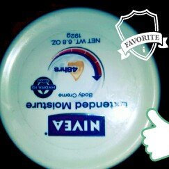 Photo of Nivea Extended Moisture Body Creme uploaded by emmily r.