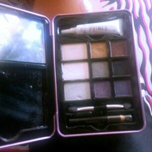 Photo of Hard Candy Look Pro! Tin Smokey Eyes Smokey Eyeshadow Palette uploaded by Memorie m.