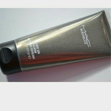 M-A-C Mineralize Volcanic Ash Exfoliator uploaded by Ana L.