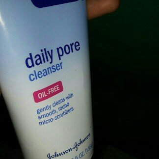 Photo of Clean & Clear® Oil-Free Daily Pore Cleanser uploaded by Tawhira B.