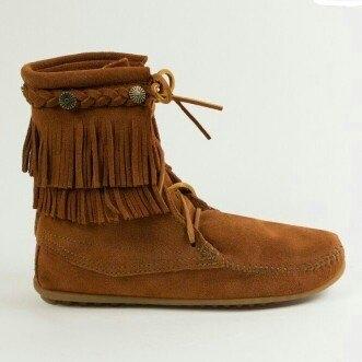 Minnetonka Moccasin Women's Fringed Boot Hardsole uploaded by Vatreece D.