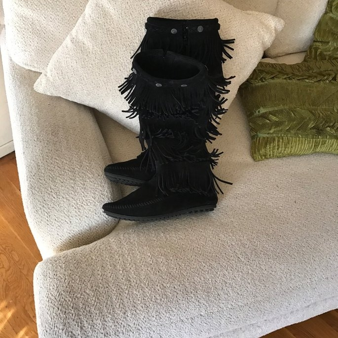 Minnetonka Moccasin Women's Fringed Boot Hardsole uploaded by Arianna B.