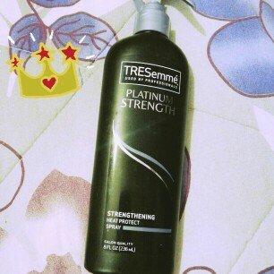 Photo of TRESemmé Platinum Strength Strengthening Heat Protect Spray uploaded by Mayra C.