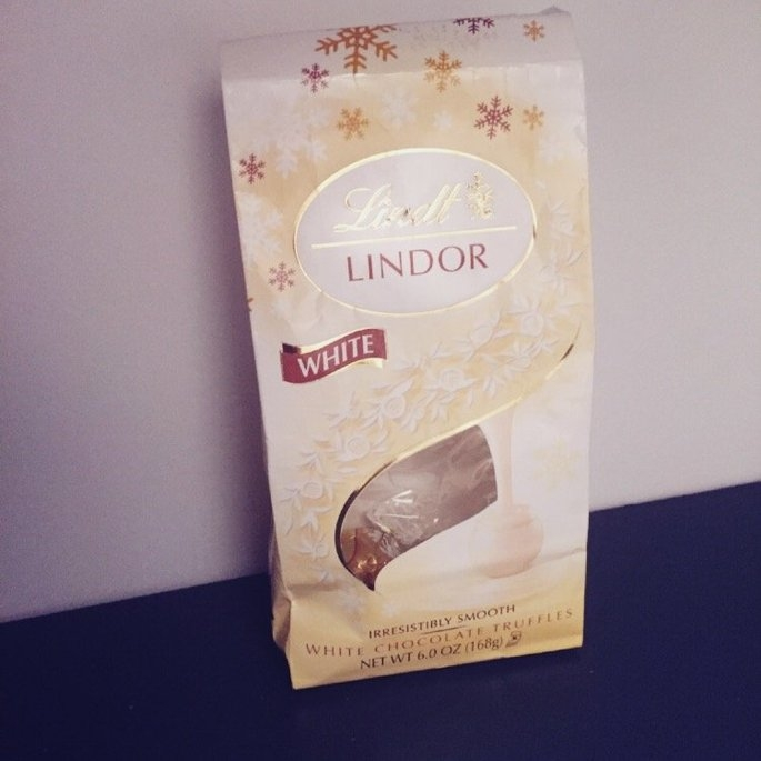 Lindt Lindor White Chocolate Truffles uploaded by Willi-Susy E.