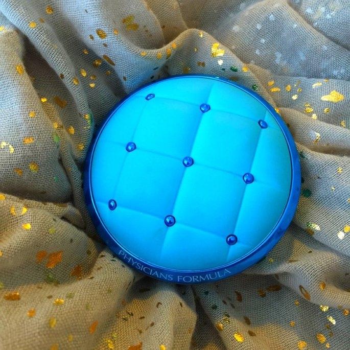 Physicians Formula® Mineral Wear® Talc-Free All-in-1 Cushion Foundation Light/Medium 6657 0.47 fl. oz. Box uploaded by Nicole A.
