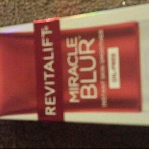 Photo of Revitalift L'Oréal Paris Miracle Blur Oil Free Instant Skin Smoother uploaded by Jennifer C.