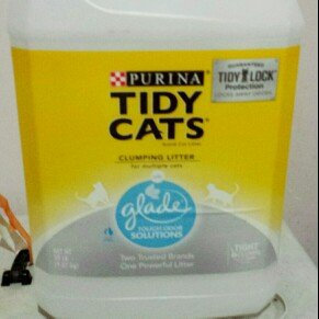 Photo of Purina Tidy Cats Clumping Cat Litter with Glade Tough Odor Solutions uploaded by Karissa B.