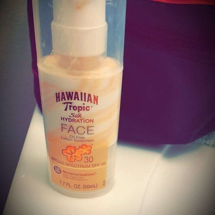 Hawaiian Tropic Silk Hydration Sunscreen Face Lotion with SPF 30 - 1. uploaded by Grizette M.