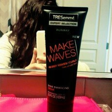 Photo of TRESemmé Expert Selection Make Waves Shine Enhancing Cream uploaded by Lupe G.